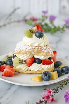 So gorgeous!! Lemon Cream Puffs with Fresh Fruit - via GloriousTreats.com