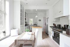 Kvänum : Swedish kitchen in Norway Swedish Kitchen, Cosy Kitchen, Scandinavian Kitchen, New Kitchen, Kitchen Ideas, Bright Kitchens, Home Kitchens, Building A Cabin, Swedish Interiors