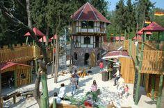 Schloss Dankern Haren Drago Vorhof mit Bergfried , Ferienparadies für Kids  www.emsland.com