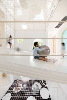 House in Thailand built around an indoor playground. amazing spaces and places. architecture and design brilliance Playground Design, Indoor Playground, Playground Ideas, Play Spaces, Kid Spaces, Play Areas, Architecture Interactive, Space Architecture, France Trampoline