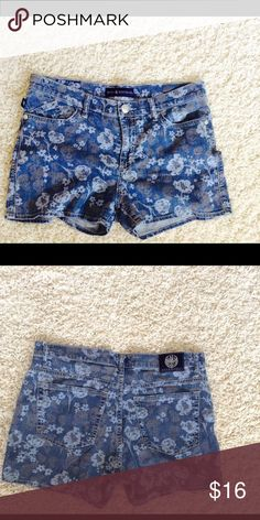 Rock & Republic skull Jean Shorts 12 No filter on second picture.First picture brightness to show design.Great pre-loved condition❤️ Rock & Republic Shorts Jean Shorts