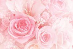 """「色の呼吸法」と呼ばれる「カラーブリージング」は、心と体を安定させると言われるカラーセラピーの一種。中でも""""ピンクの呼吸法""""は、ホルモンバランスを整えて女性的な魅力をアップさせたり、恋愛運がアップすると言われています。1日たった5分で出来る呼吸法を紹介します。"""