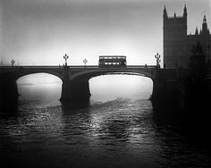 "René Groebli: from ""London"""