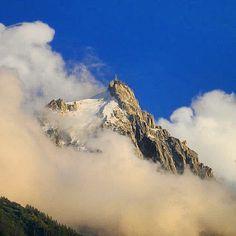 El Aiguille du Midi en Chamonix un sitio espectacular donde puedes subir en teleférico. #Aiguilledumidi #Chamonix #Alpes by kikebm__78