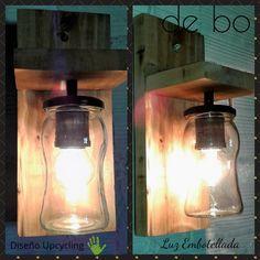 Lámpara de pared reciclada. modelo Rustica, creada con frasco transparente y florón de madera recuperada de pallets. Mason Jar Lamp, Wall Sconces, Light Fixtures, Sweet Home, Table Lamp, Tropical, Lighting, Home Decor, Glass Art