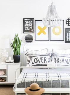 White and black, bright home tour | Una hermosa casa en blanco y negro | casahaus.net