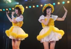 AKB48木崎チームB『ただいま 恋愛中』初日ゲネプロで「春が来るまで」を歌った(左から)柏木由紀、渡辺麻友 (C)ORICON NewS inc.