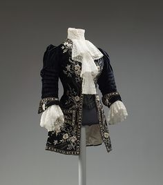 Riding ensemble, French, ca.1905, silk, metal thread embroidery. Heavily influenced by the fabulous frock coats of the 18thC, as seen in the embroidery, pocket flaps and upturned cuffs. The fit of the jacket at the shoulders and waist give it away as not belonging to the 18thC. The Met