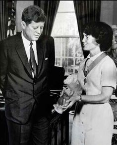 In a troll doll had a formal White House visit with the president. Greatest Presidents, American Presidents, Us Presidents, John Kennedy, King Arthur Characters, Jackie Kennedy Wedding, Jack Johns, John Junior, John Fitzgerald