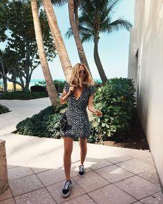 """2,759 tykkäystä, 25 kommenttia - Viktoria Dahlberg (@viktoria.dahlberg) Instagramissa: """"Good vibes only ✨Happy Thursday from a sunny Miami ✨#love #miamibeach #palmtrees #ootd"""""""