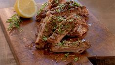 Lammeribbe med gremolata | Oppskrift - MatPrat Steak, Herbs, Beef, Chicken, Food, Meat, Essen, Steaks, Herb