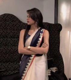 Sriti Jha, Kumkum Bhagya, Beautiful Indian Actress, Hand Bags, Indian Actresses, Dress Fashion, Sarees, Aquarium, Tv