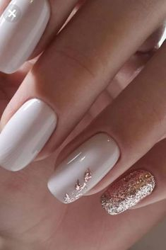 Wie Gel-Nagellack schnell trocknen Nail Polish w.p nail polish Gold Nail Designs, Gel Polish Designs, Elegant Nail Designs, Nailed It, Rose Gold Nails, Sparkle Nails, White Nails With Gold, Gold Gel Nails, White Gel Nails
