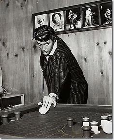 ♡♥Elvis Presley plays bumper pool at home in Graceland♥♡