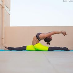 """Hanumanasana • Splits • Monkey Pose ""Embrace all the miracles in everyday life."" Outfit by @aloyoga """