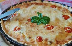 The post Spinach, Bacon & Tomato Quiche appeared first on Foodrinky. Quiche Lorraine, Quiches, Pastry Dishes, Tomato Quiche, Queso Manchego, Quiche Recipes, Best Dinner Recipes, Roasted Tomatoes, Pie Dish