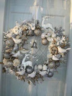 56 Excellent Christmas Wearth Decoration For Your Door. Flowers play a significant role in Christmas decorations, all over the world. French Country Christmas, Shabby Chic Christmas, Christmas Flowers, Gold Christmas, Beautiful Christmas, Christmas Ideas, Christmas Candles, Christmas Holidays, Christmas Wreaths With Lights