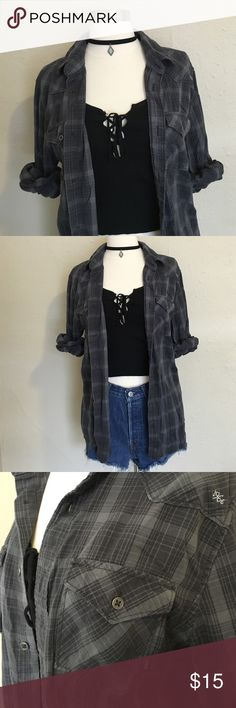 Vans 90's Grunge Flannel Insanely soft vans flannel to pair up with all your summer crops  would fit S/M depending how baggy or fit you would want it Vans Tops Button Down Shirts