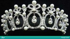 Pérola e tiara de diamantes @ Mikimoto Pearl Island