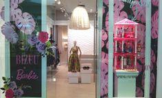 Spring/Summer 2017 season in visual merchandising is green – Design Retail Space Retail Windows, Shop Interior Design, Visual Merchandising, Ladder Decor, Spring Summer, Retail Space, Seasons, Contemporary, Green