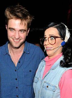 Robert Pattinson consuela a  Katy Perry    http://www.europapress.es/chance/gente/noticia-robert-pattinson-consuela-katy-perry-20120827161451.html