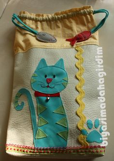 Neat idea for cat applique Bird Applique, Sewing Pants, Cat Bag, Sewing Stitches, Craft Sale, Sewing For Kids, Charity, Needlework, Coin Purse