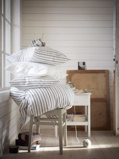 ranger avec Zen To Done - Photo : Ikea Ikea Duvet, Ikea Bedroom, Master Bedroom, Interior Ikea, Buy Bed, Shabby Cottage, Cottage Chic, Bed Styling, New Room