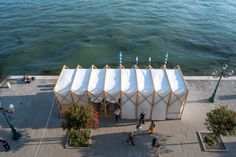 Pop-In, Pop-Out, Pop-Up: Collapsible Street Cinema Uses Film to Reflect on Soviet Russia in Venice