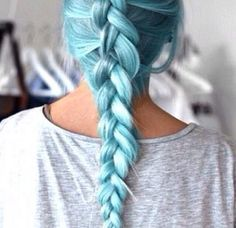 I WANT BLUE HAIR SO BAD!!!!!!
