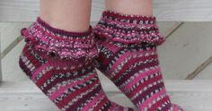 Nuoren tyttösen kässäblogi, luvassa inspiraatiota ja paljon herkullisia värejä! Fair Isle Knitting, Knitting Socks, Knit Socks, Knitting Patterns, Crochet Patterns, Knitting Ideas, Woolen Socks, Boot Cuffs, Hand Warmers