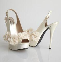 Pantofi de mireasa disponibili pe site-ul BestBride. - 50 Pantofi de mireasa in nuante pastel - Slide 5 din 51. Slideshow pe Kudika