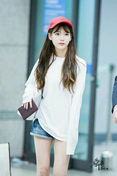 She looks amazing in anything and anytime. Cute Korean, Korean Girl, Asian Girl, Kpop Fashion, Korean Fashion, Fashion Outfits, Airport Fashion, Korean Celebrities, Celebs