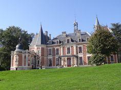 you can also post photos J' ouvre la thread de montrer la beaute de Chateaux de france; Limousin, Beautiful Homes, Beautiful Places, French Castles, Architectural Styles, Grand Homes, Manor Houses, Chateaus, French Chateau