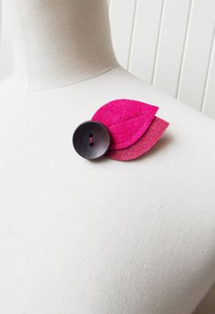 Hey, I found this really awesome Etsy listing at https://www.etsy.com/es/listing/165634339/leaf-brooch-felt-two-shades-of-pink-hand