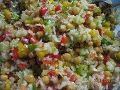 Das perfekte Bunter Reissalat-Rezept mit Bild und einfacher Schritt-für-Schritt-Anleitung: Den Reis in der Gemüsebrühe kochen. Danach etwas abkühlen…