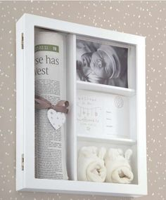 Collect all the items (your memorabilia) that you want to include in your baby & # - Diy & Crafts World Trendy Baby, Diy Shadow Box, Shadow Shadow, Baby Memories, Baby Keepsake, Everything Baby, Nursery Furniture, Baby Time, Baby Crafts