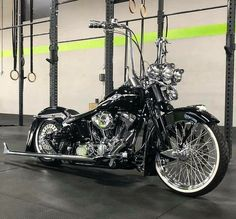 #harley davidson road king special #harleydavidsonroadkingpolice #harleydavidsonroadkingwatches #harleydavidsonroadkingapehangers #harleydavidsonroadkingart #harleydavidsonroadkingbagger Old Harley Davidson, Harley Davidson Motorcycles, Custom Motorcycles, Custom Bikes, Chicano, Virago 535, Custom Motorcycle Paint Jobs, King Painting, Cholo Style