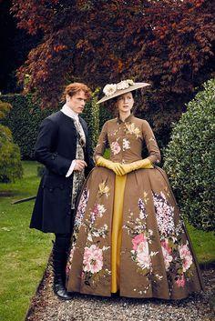 Outlander avec Caitriona Balfe (Claire Randall) et Sam Heughan (Jamie Fraser) - ©️️ Starz Entertainment, saison 2