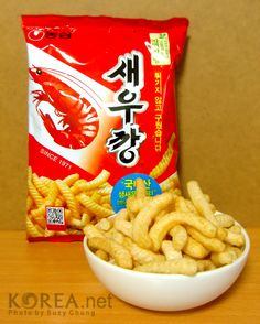 Saewookkang (새우깡) is the nation's snack Korean Sweets, South Korean Food, Midnight Snacks, Island Food, Tasty, Yummy Food, Asian, Different Recipes, Cute Food
