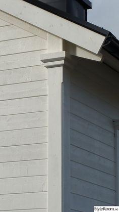 Stable Decor, Interior Window Trim, Exterior Design, Swedish Farmhouse, Beautiful Buildings, Cottage Exterior, Traditional House, New England Hus, Farmhouse Trim