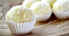 Make This Coconut New Orleans Specialty With Just 5 Ingredients! Whether you need to bring something special to a potluck or festive dinner, or if you simply want to treat yourself, these incredibly easy coconut pralines Cookie Desserts, Just Desserts, Delicious Desserts, Yummy Food, Candy Recipes, Sweet Recipes, Dessert Recipes, Homemade Candies, Cookies Et Biscuits