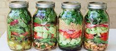 Salade-in-een-Jar! Ideaal om je salade mee te nemen naar het werk. Je vult je weckpot met een heerlijke salade. Er zit wel een volgorde in, zodat je salade lekker knapperig blijft. Ook de pijnboompitten. :-) 1: eerst de dressing (als je een dressing gebruikt) 2: pasta, bonen, rijst, of harde groenten zoals sperziebonen, wortelen, koolraap 3: Komkommer, tomaat, radijsjes en/of paprika, geitenkaas, makreel, tonijn of zalm 4: rucola, spinazie, sla 5: pijnboompitten, pompoenpitten en/of andere…