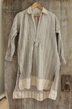 Wonderful French vintage clothing ~ men's nightshirt textile ~ soft , very high quality ~ www.textiletrunk.com