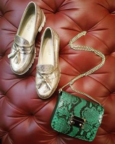Rose metlalized leather loafers with ultra light rubber sole from Lea-Gu & emerald green python leather clutch bag from @ninetyjoyeria are our proposals for super stylish monday look!   #CherryHeel #Luxury #Shoe #boutique #shoes #bags #pink #loafer #green #pythonleather #clutch #esclusive #fashion #style #luxurylifestyle #luxuryfashion #Shopping #Barcelona #fashionbarcelona #barcelonastyle #monday #барселона #шоппинг #итальянскиебренды #лето2017 #распродажа #мода2017 #стиль #блогер