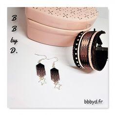 Boucles d'Oreilles en Perles Miyuki Délicas tissées à la main. Crochets d'Oreilles noir, vieux rose, taupe.   BB by D.