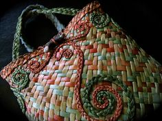 Official site for Vine Leaf by Jasmin van Lith Handmade in Aotearoa, contemporary weaving and handcrafted jewellery Flax Weaving, Basket Weaving, Crafts To Make, Arts And Crafts, Maori Designs, French Collection, Vine Leaves, Maori Art, Weaving Patterns