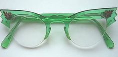 A Pair of Vintage Green Spectacles . Mode Vintage, Vintage Love, Vintage Green, Vintage Frames, Vintage Stuff, Retro Vintage, Turbans, Vestidos Pin Up, Vintage Outfits