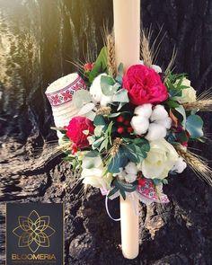 ro Noua ne-a placut tare mult sa realizam aceste aranjamente traditionale pentru botez :) Suntem curiosi, voua cum vi se pare? Floral Wreath, Wreaths, Candles, Table Decorations, Business, Party, Floral Crown, Door Wreaths, Candy