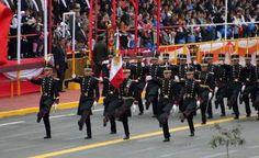 Desfilan cadetes mexicanos ante presidente de Perú