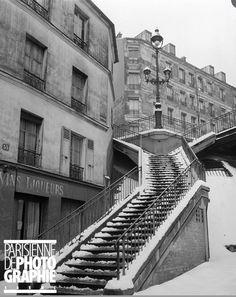 L'escalier de la rue Vilin sous la neige, en 1947. Une photo de René Giton dit René-Jacques (1908-2003). © René-Jacques / BHVP / Roger-Viollet  (Paris 20ème)